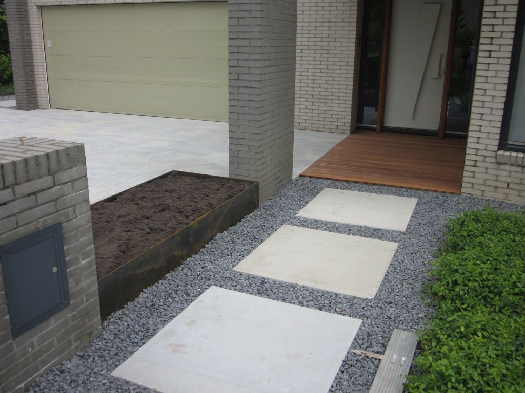 Oprit en bamboevlonder ingang bij woning in groningen hovenier booiman van dijk tuinen groningen - Moderne tuin ingang ...